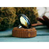 The original hand-made oval ring with dried flowers
