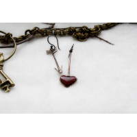 Earrings of an authors work, in the form of arrow and heart